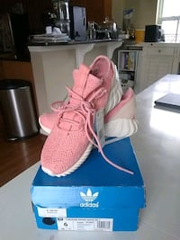 pair of pink Adidas Yeezy Boost 350 on box Bristow, 20136