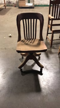 Oak chair on castors  Fort Erie, L2A 2L2