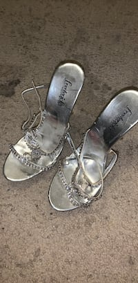 silver fredricks of hollywood been woen one time at a prom 7and  half size Lynn, 01904