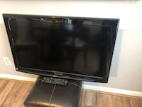 Panasonic flat screen tv with remote Harpers Ferry, 25425