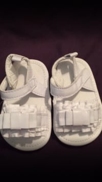 Baby girls shoes size 3/9months
