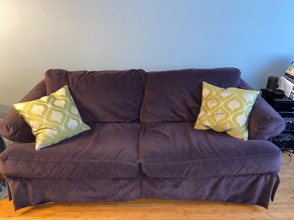 Couch 2e1926d5-fa46-474d-9910-0bf21cf00448