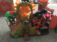 Imaginext castles and figures/dragons Burnaby, V5B 2H6