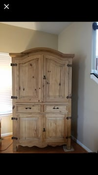 Pantry or armoire Needmore, 17238