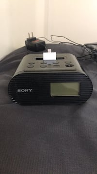 Sony Alarm Clock w/ iPhone Charger Centreville, 20121