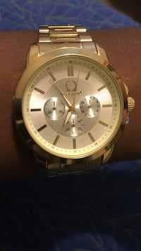 round gold-colored chronograph watch with link bracelet Raleigh, 27610
