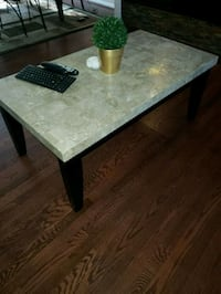 Coffee table and 2 matching end tables. 30 km