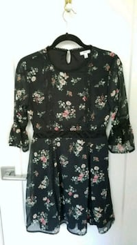 Floral bell sleeve dress Montreal, H4G 1H7