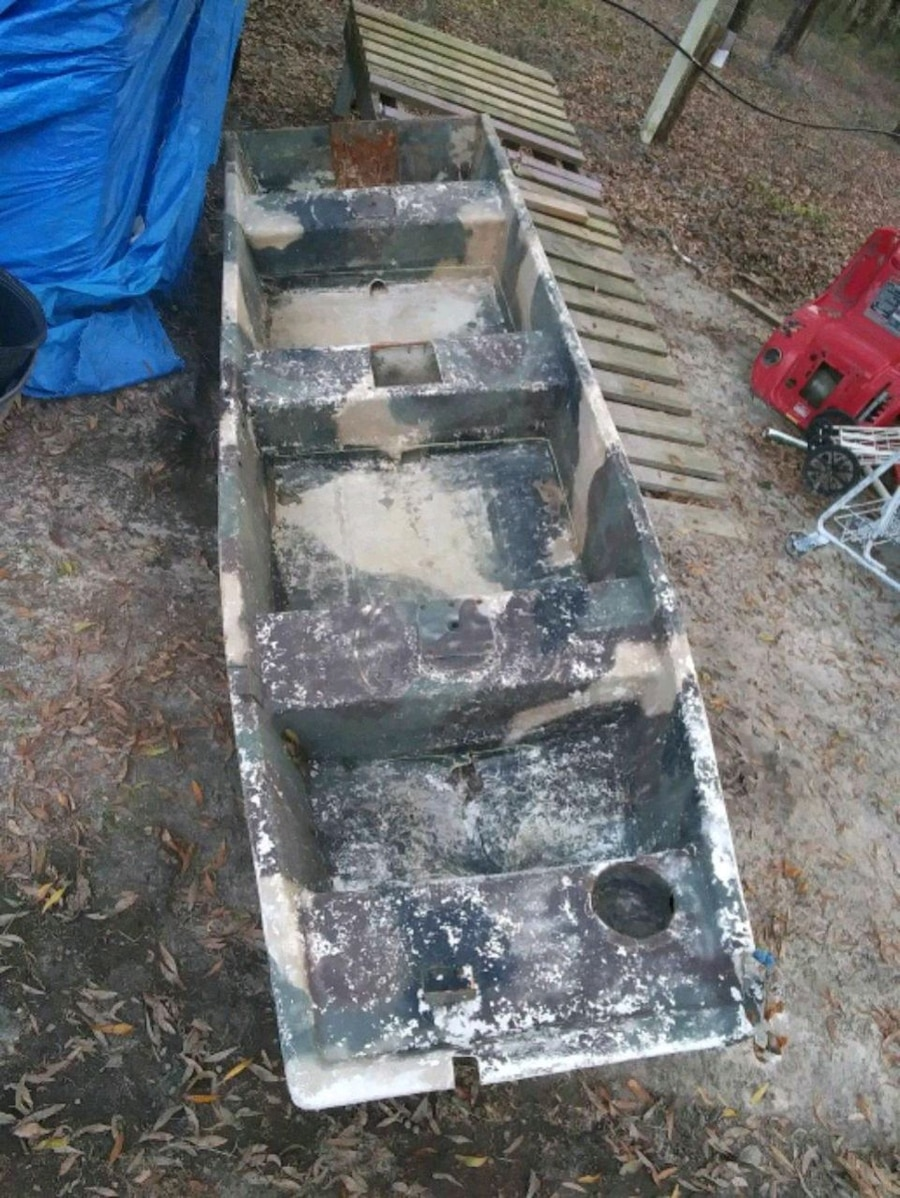 Photo Fiber glass boat heavy needs lil work