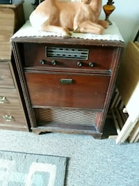Antique record player and radio AM FM it works and