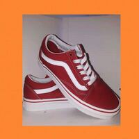Vans Old Skool in Red  Los Angeles, 91402