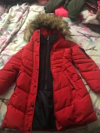 Girls size 5/6 DKNY coat only worn twice still looks brand new 53 km