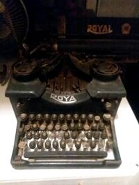 Old  royal typewriter  Cortland, 44410