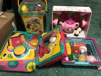 Assorted color plastic toys in box New Market, 21774