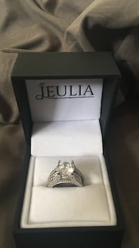 Silver-colored jeulia round cut clear gemstone ring with box Albuquerque, 87112