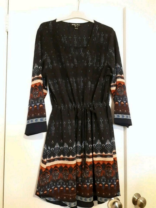 black and gray floral long-sleeved dress 0863a5c3-b8ad-442e-bc77-243d979c5146