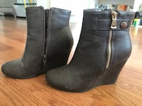 Pair of brown  leather side-zip booties Jersey City, 07302