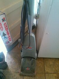 gray Hoover upright vacuum cleaner Des Moines, 50315