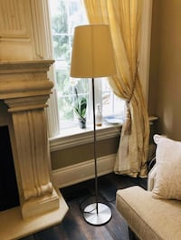 Floor lamp in excellent condition from a pet and smoke free home for only 40$ Vaughan, L6A 3A5
