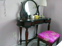 Bombay Vanity with matching storage bench