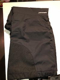 Like New Men's ski / snowboarding pants XL 536 km