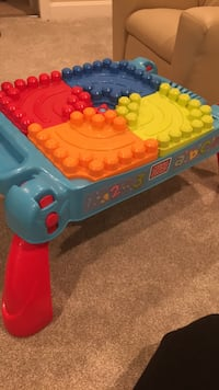 Mega Block multicolored activity table 383 mi