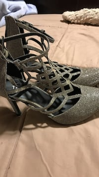 pair of grey glittered heels worn once Size 6 Austin, 78721