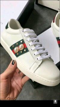 unpaired white and green Converse All Star low top sneaker Edmonton, T6T 0S8