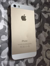IPhone5s gold(screen doesn't turn on) Chester, 26034