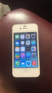 White iPhone 4s - EUC New Westminster, V3L 1E7