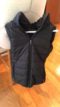 Banana republic womens winter vest black with fur hood size XS 45 km