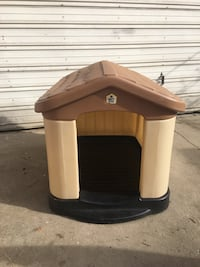 brown and beige Pet Zone pet house