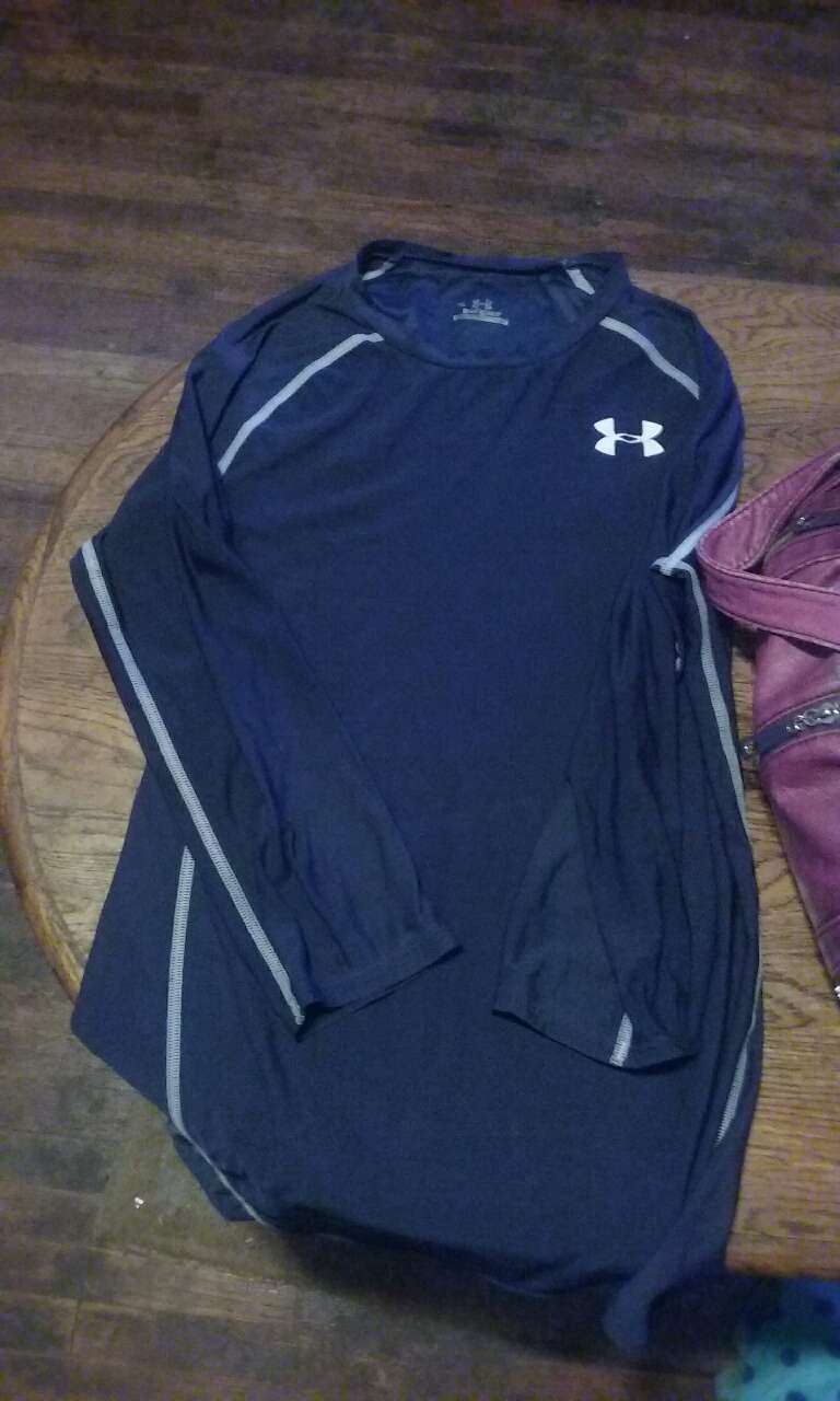 Letgo blue and white under armour lo in springfield mo for Shirt printing springfield mo
