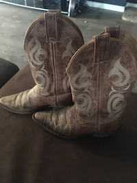 Woman's cowboy boots Guelph, N1K 1Y7