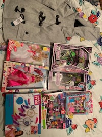 LOT OF GIRLS TOY