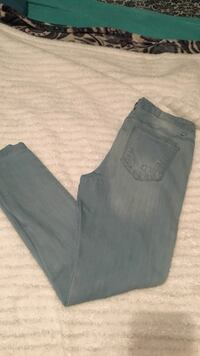 Size 9 light washed ripped jeans  Manteca, 95336