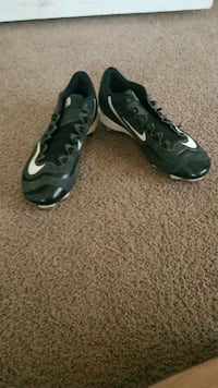 pair of black-and-gray Nike Foamposite Bethany, 73008