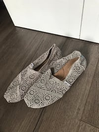 Women's Shoes: TOMS Lace Flats (Size 9) Kelowna, V1V 2X9