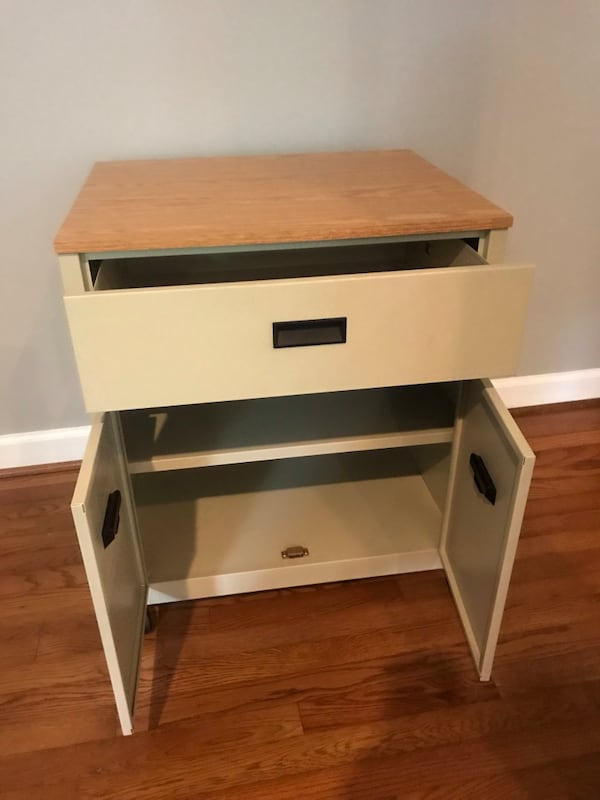 Rolling nightstand or cart 8f90d39b-1448-4a46-863d-8b2c82453227
