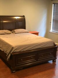 Queen bed solid wood for sell lightly used