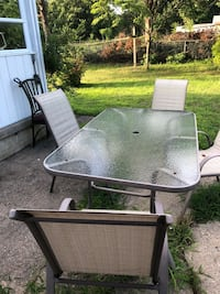 Outdoor patio set table w 4chairs Berlin, 08009