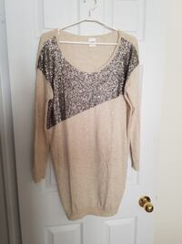 Women's top size small!