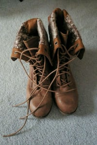 brown boots Womens size 11 240 mi