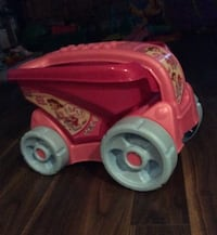 toddler's red and pink plastic dump truck toy Notre-Dame-de-l'Île-Perrot, J7V