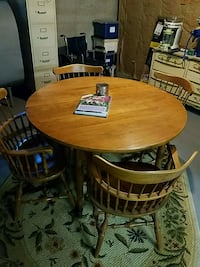 Table with 4 chairs and leaf Middletown, 10940