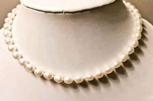Beautiful Faux Pearl Necklace and Bracelet!