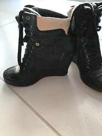 Pair of black leather chunky heeled boots size 8 Gatineau, J8V