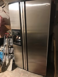 stainless steel side by side refrigerator with dispenser Montréal
