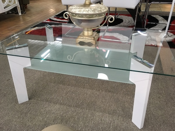 Coffee table, glass top d63d9f70-cf8c-402a-8a21-0864dd68ab54
