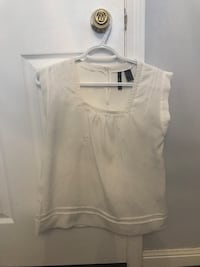 women's white scoop-neck shirt Whitby, L1R 3G9